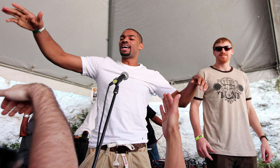 San Antonio Spurs' Gary Neal, (left) and Matt Bonner work the crowd at the ÒSneakers & SpeakersÓ concert at Club De Ville during South by Southwest Wednesday March 13, 2013 in Austin, TX. Photo: Edward A. Ornelas, San Antonio Express-News / © 2013 San Antonio Express-News