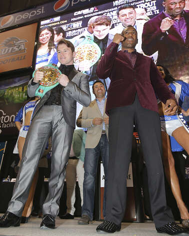 "Saul ""Canelo"" Alvarez (left) and Austin Trout (right) pose at a news conference to promote their title unification bout at the Alamodome as Oscar De La Hoya (middle) looks on. Photo: Tom Reel / San Antonio Express-News"
