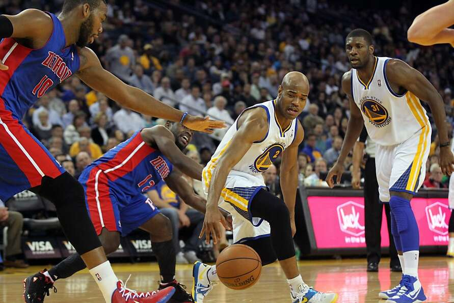 Golden State Warriors fguard Jarrett Jack (2) drives past Detroit Pistons defenders in the first hal