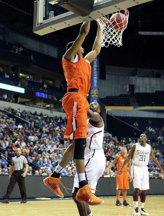 NASHVILLE, TN - MARCH 13: Asauhn Dixon-Tatum #0 of the Auburn Tigers dunks the ball against the Texas A&M Aggies during the first round game of the Southeastern Conference Tournament at Bridgestone Arena on March 13, 2013 in Nashville, Tennessee. Photo: Andy Lyons, Getty Images / 2013 Getty Images