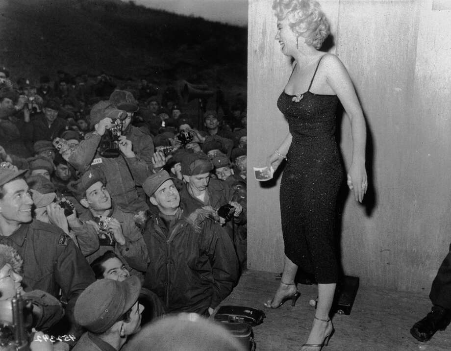 1952:  American actress Marilyn Monroe (1926 - 1962) entertaining troops in Korea. Photo: MPI, Getty Images / Archive Photos