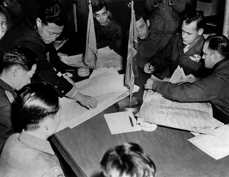 North Korean delegates and United Nations officers during negotiations to define the border between the two Koreas. Although these negotiations began in an atmosphere of defiance, they led to a answering of all the main questions except one: the Communists refused the principle, supported by the United Nations, according to which a war prisoner should not be returned to his army against his will. Negotiations were interrupted in October 1952 and were not started up again before April 1953. Perhaps the death of Joseph Stalin helped to re-open the dialogue. Photo: Keystone-France, Gamma-Keystone Via Getty Images / 1951 Keystone-France