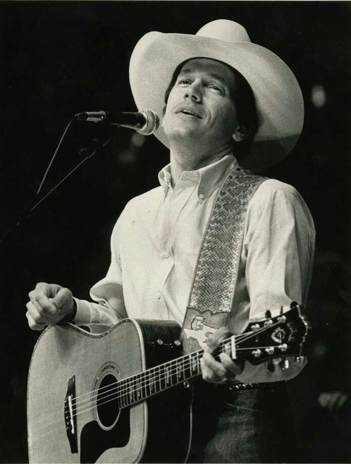 George Strait at the 1988 Houston Livestock Show & Rodeo in the Houston Astrodome. Photo: Mary Urech Roberts, Houston Chronicle / Houston Post files
