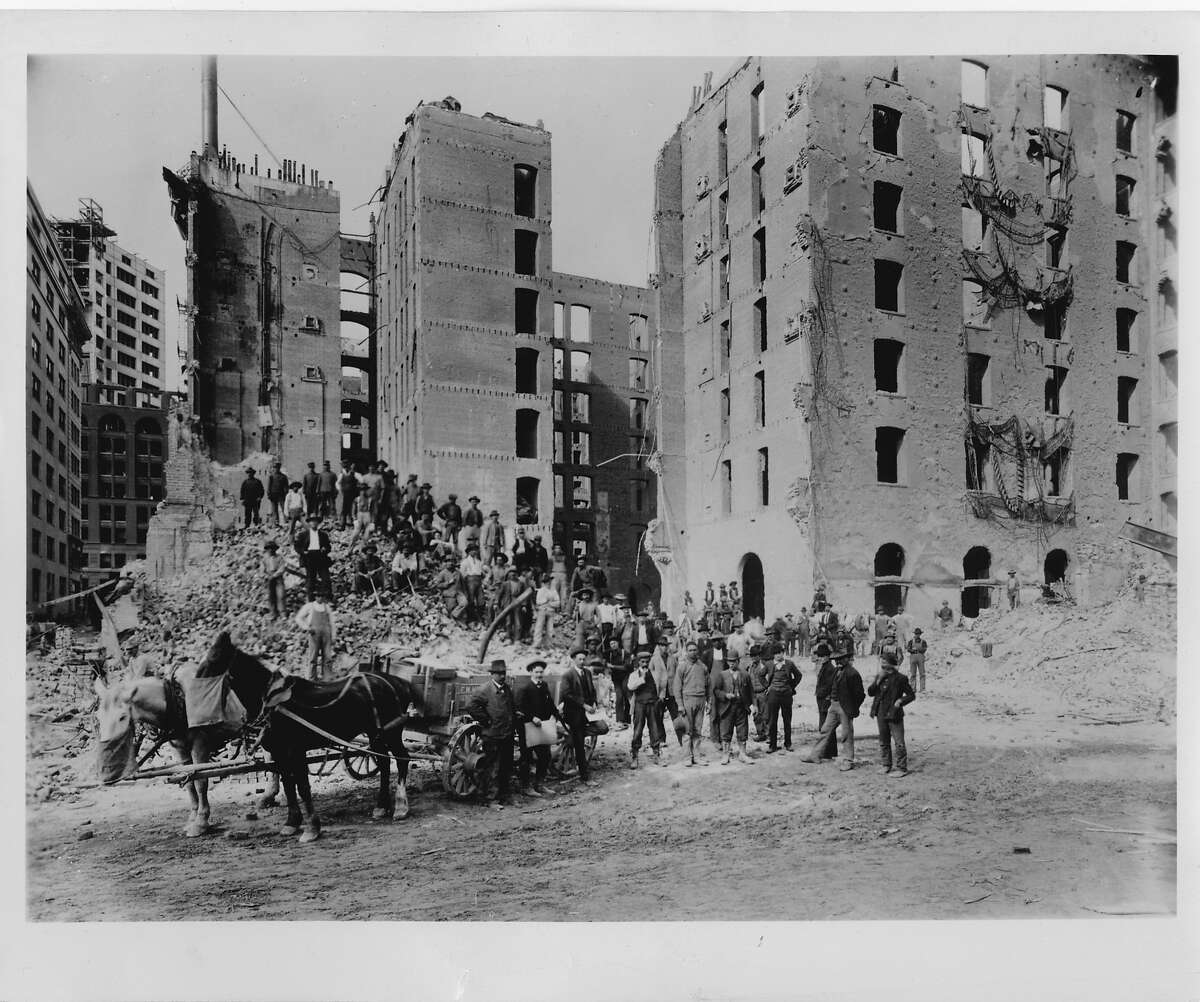 machine_24_PH_palace.jpg Workers gathered on the rubble outside the Palace Hotel after the 1906 earthquake 03/24/2013