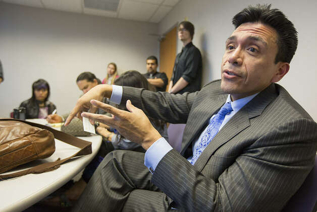 Tony Diaz, a Houston author and founder of the Libro-traficantes, likens two Texas bills to Arizona HB 2281, which dismantled the Mexican American Studies program in Tucson schools.