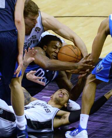 Jae Crowder of the Dallas Mavericks (middle) battles Danny Green (bottom) and Tiago Splitter of the Spurs for a loose ball at the AT&T Center on Thursday, March 14, 2013. Photo: Billy Calzada, San Antonio Express-News / San Antonio Express-News