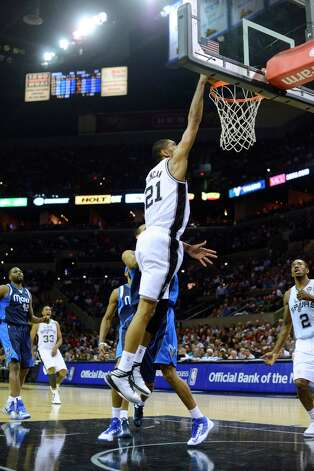 Tim Duncan of the Spurs dunks against the Dallas Mavericks during second-half action at the AT&T Center on Thursday, March 14, 2013. Photo: Billy Calzada, San Antonio Express-News / San Antonio Express-News