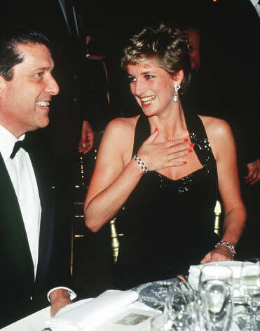 Diana, Princess Of Wales wearing a Catherine Walker gown at a dinner at the Palace of Versailles, Paris, November 1994. Photo: Princess Diana Archive, Getty Images / 2006 Getty Images