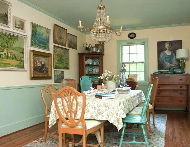 "Blogger Kristie Barnett gave her dining room a ""Downton Abbey""-inspired look. Photo: The Decorologist / Melanie G Photography"
