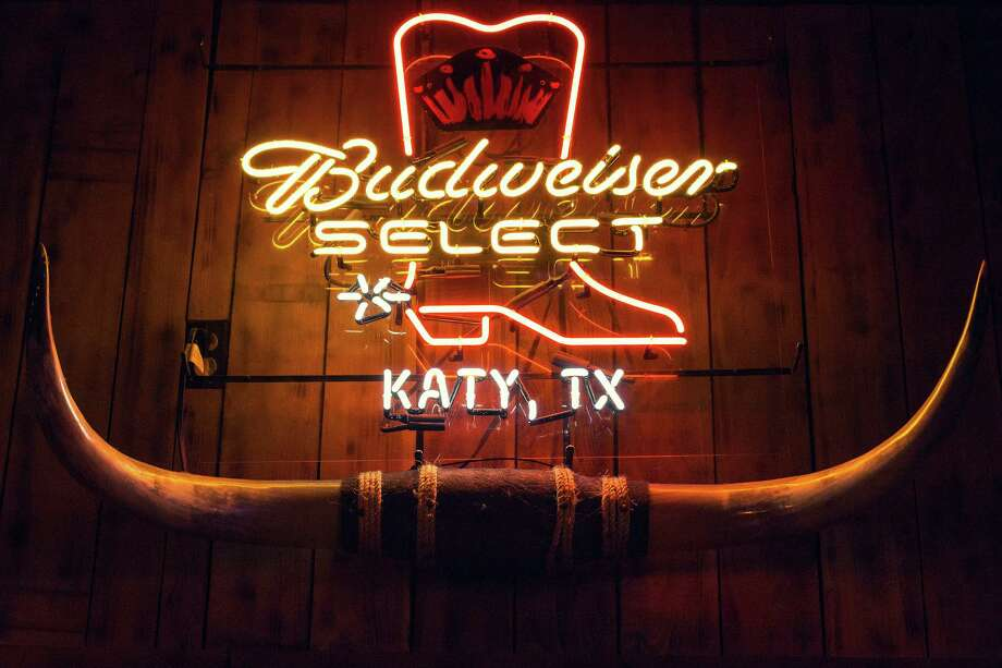 A localized Budweiser beer sign. Photo: TODD SPOTH, For The Chronicle / Todd Spoth
