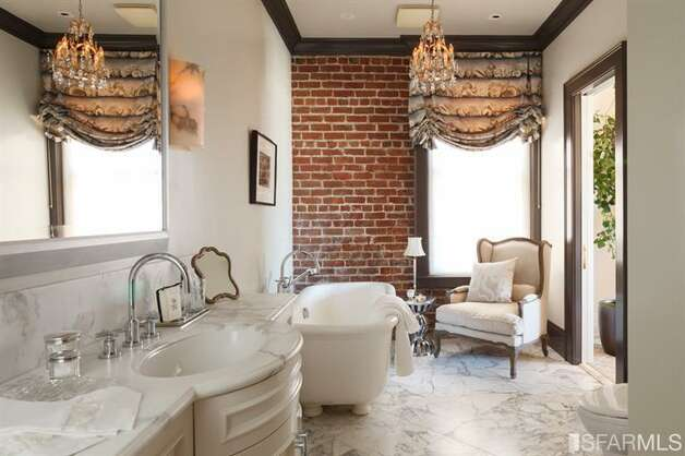 Our favorite bathroom ever. All photos via Sotheby's/MLS.