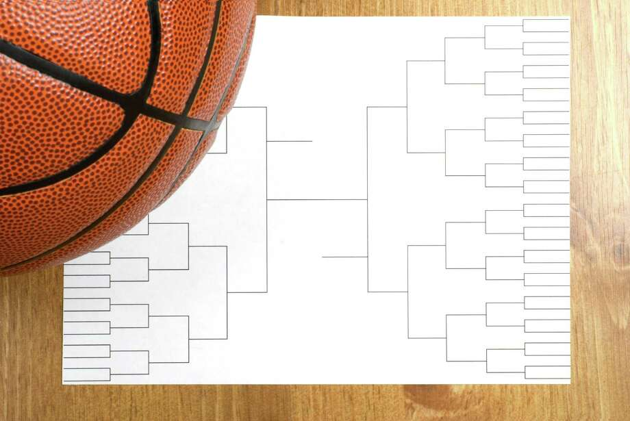 A blank basketball tournament bracket and a basketball / saje - Fotolia