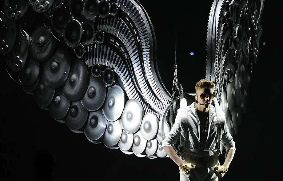 Wingnut: If Victoria's Secret supermodels can wear wings, I can too! - Justin Bieber, Palacio de los Deportes de Madrid concert. Photo: Curto De La Torre, AFP/Getty Images