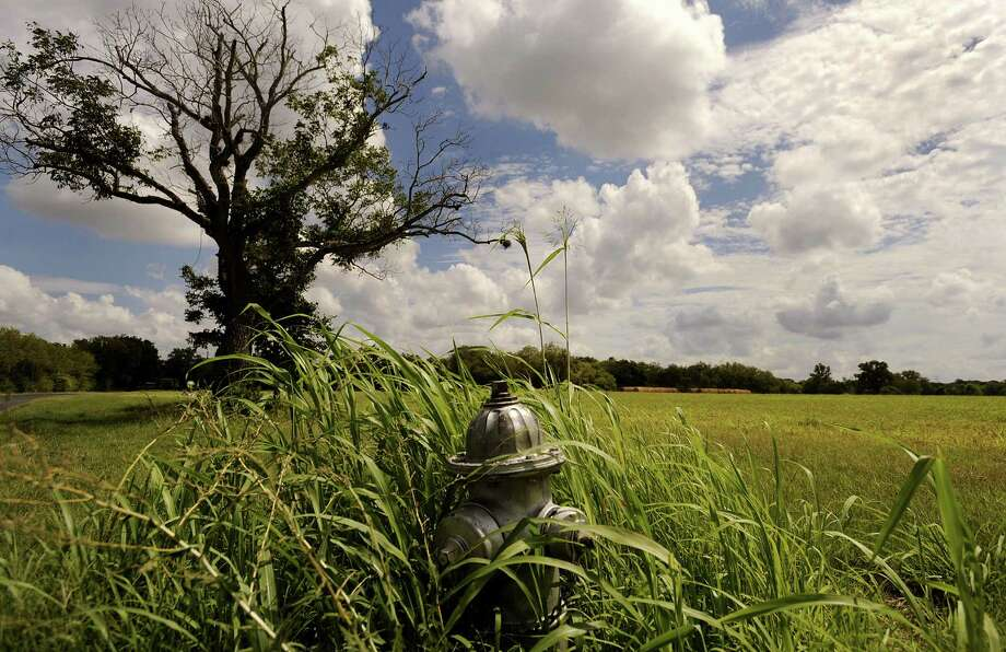 Grassy fields and farmland south of Mission Espada would be maintained under a U.S. House bill to expand the San Antonio Missions National Historic Park and areas of historic significance. A reader urges San Antonians to support the legislation. Photo: Billy Calzada, San Antonio Express-News