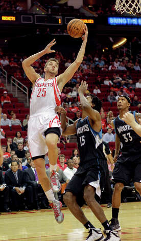Rockets forward Chandler Parsons drives against the Timberwolves defense. Photo: Bob Levey / ©2013 Bob Levey