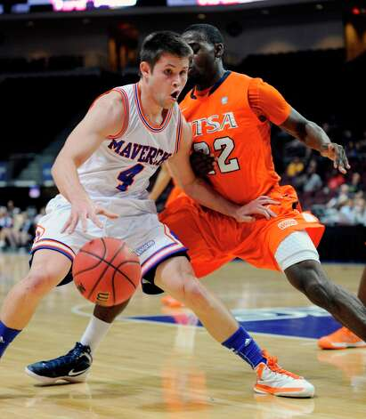 UT Arlington's Drew Charles (4) looks to pass as UTSA's Kannon Burrage (22) guards during the first half of a Western Athletic Conference tournament NCAA college basketball game, Friday, March 15, 2013 in Las Vegas. Photo: David Becker, Associated Press / FR170737 AP
