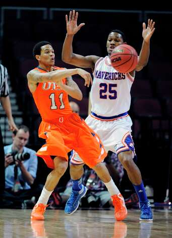 UTSA's Michael Hale III (11) passes against UT Arlington's Cameron Catlett during the first half of a Western Athletic Conference tournament NCAA college basketball game, Friday, March 15, 2013 in Las Vegas. Photo: David Becker, Associated Press / FR170737 AP