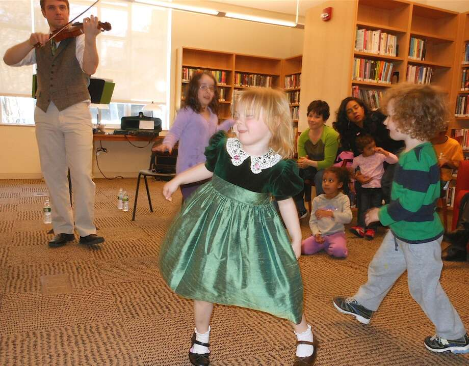 No. 6: Fairfield. The town of Fairfield has the sixth largest percentage of resident claiming an Irish ancestry in Southwestern Connecticut, at 25.1 percent. Children do a jig Saturday as Damian Connolly plays Irish music on a fiddle for St. Patrick's Day at the Fairfield Public Library.