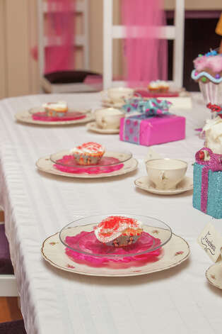 Celebrate your child's birthday in a Sugar Plum Fairy decorated room. / 2012