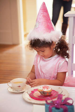 Your child will feel like a true princess dressed in fairy princess costumes playing in a castle. / 2012