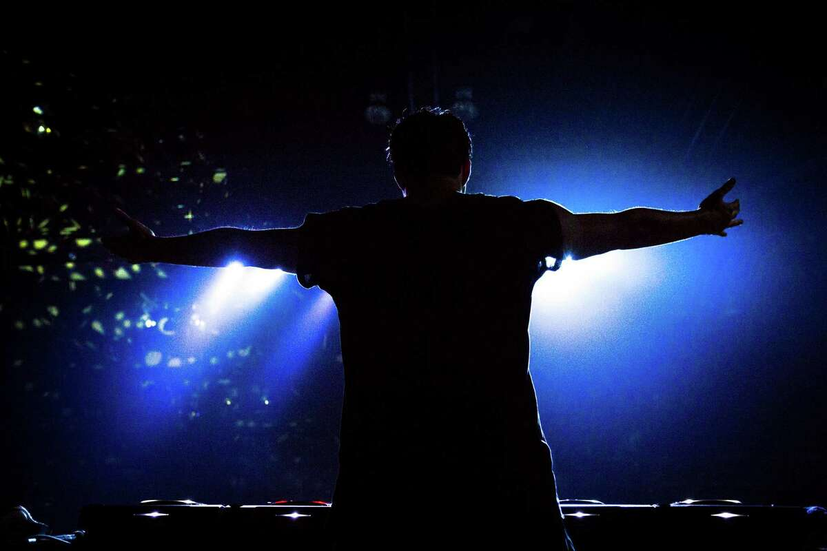 R3Hab performs at Lucky 2013.