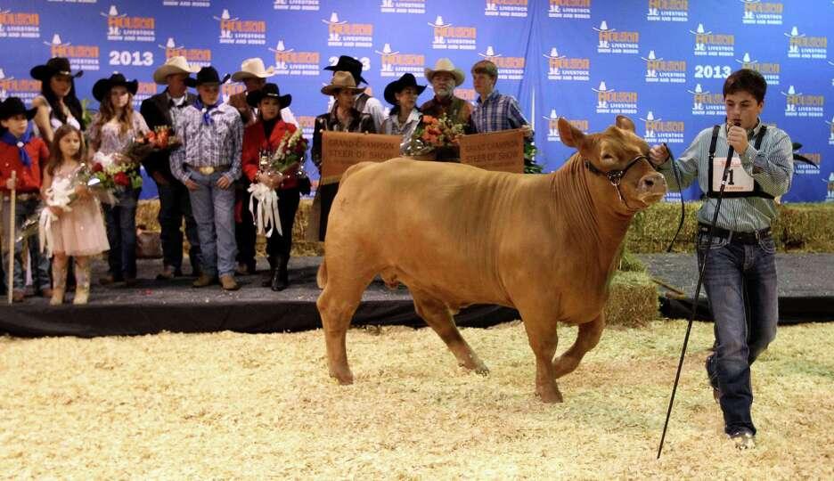 Kelton Long, 15, of Wellington, Texas, tries to get