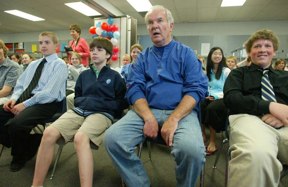 Former two-term Governor Booth Gardner playfully takes a seat in the front row of a Washington state history class at Kent's Cedar Crest Middle School in 2007.