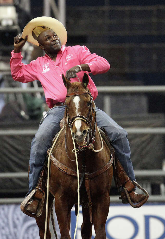 Fred Whitfield of Hockley tips his hat to the crowd after winning the tie-down roping championship. Photo: Karen Warren, Houston Chronicle / © 2013 Houston Chronicle