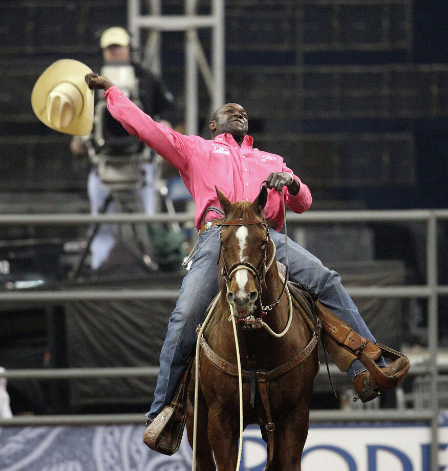 Fred Whitfield of Hockley shows his appreciation for the crowd after claiming the tie-down roping championship. Photo: Karen Warren, Houston Chronicle / © 2013 Houston Chronicle