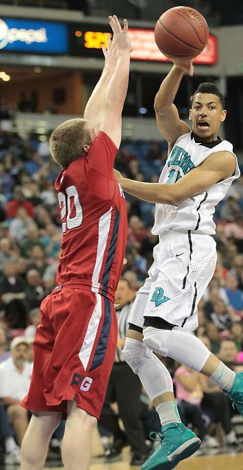 Deer Valley's Kendall Smith, who played on a sprained ankle, feels the pressure from Pleasant Grove's Matthew Smrekar. Photo: Mathew Sumner, Special To The Chronicle