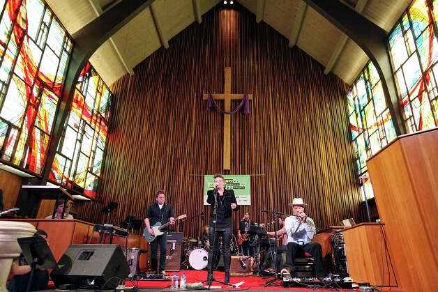 Natalie Maines, (center left) performs with Ben Harper at the Central Presbyterian Church during South by Southwest Saturday March 16, 2013 in Austin, TX. Photo: Edward A. Ornelas, Edward A. Ornelas / San Antonio Express-News / © 2013 San Antonio Express-News