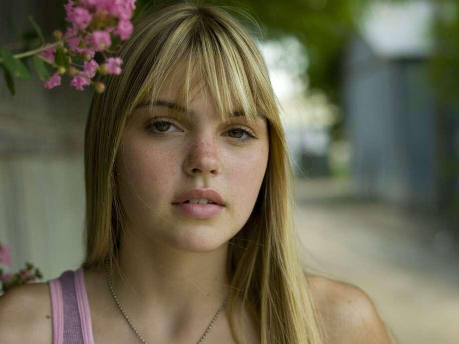 Aimee Teegardenwas Julie Taylor.