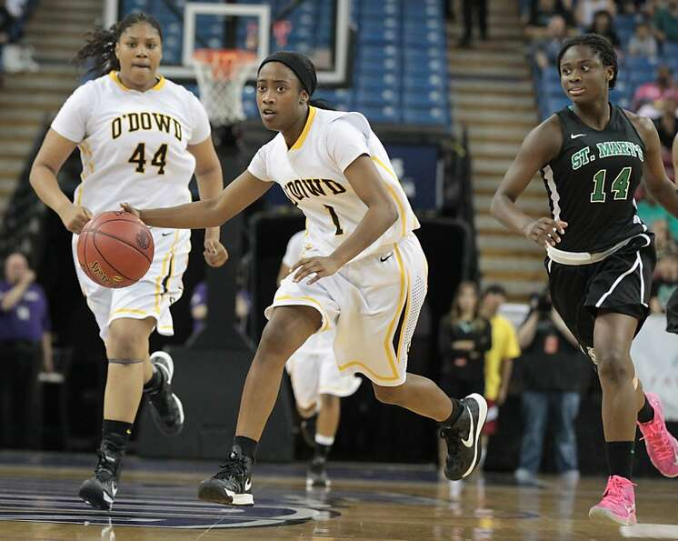Bishop O'Dowd's Asha Thomas brings the ball upcourt during the Dragons' 58-50 win over St. Mary's-St