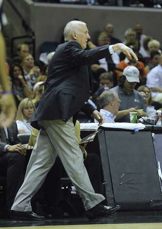 Gregg Popovich shows his disdain for a call moments before being ejected in the first half. Photo: Billy Calzada / Express-News
