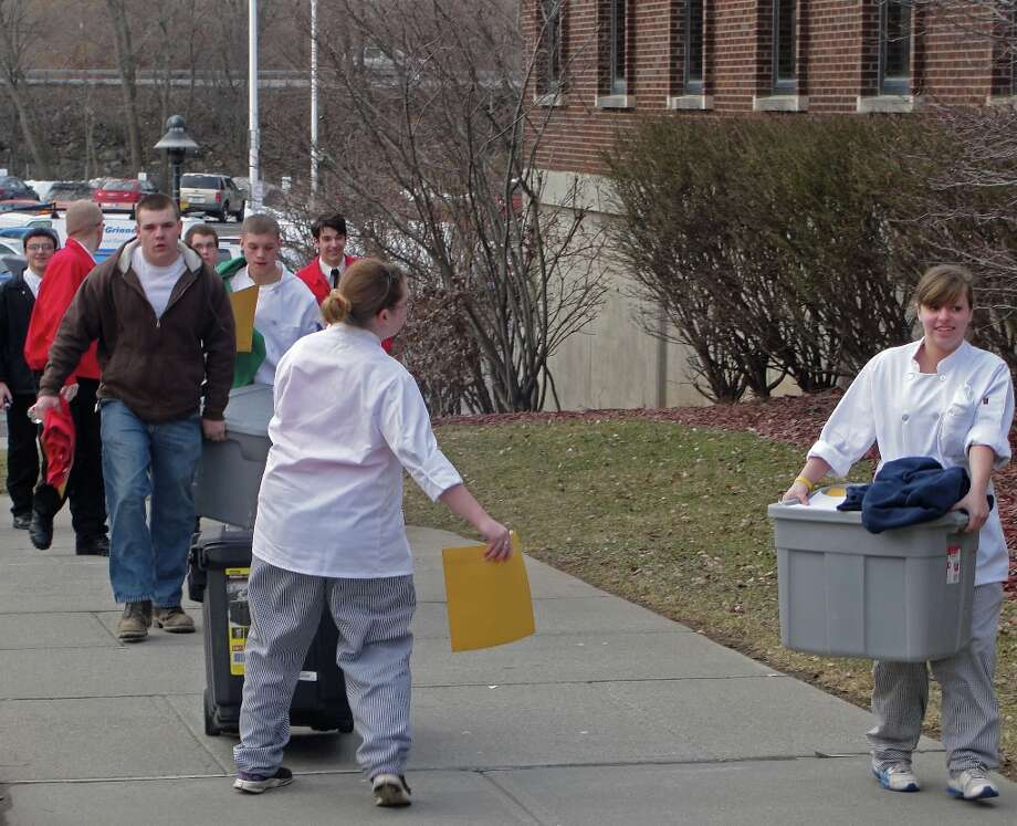 Students unload pre-competition. Photo by Amanda Pellegrin for New Visions: Journalism & Media Studies.