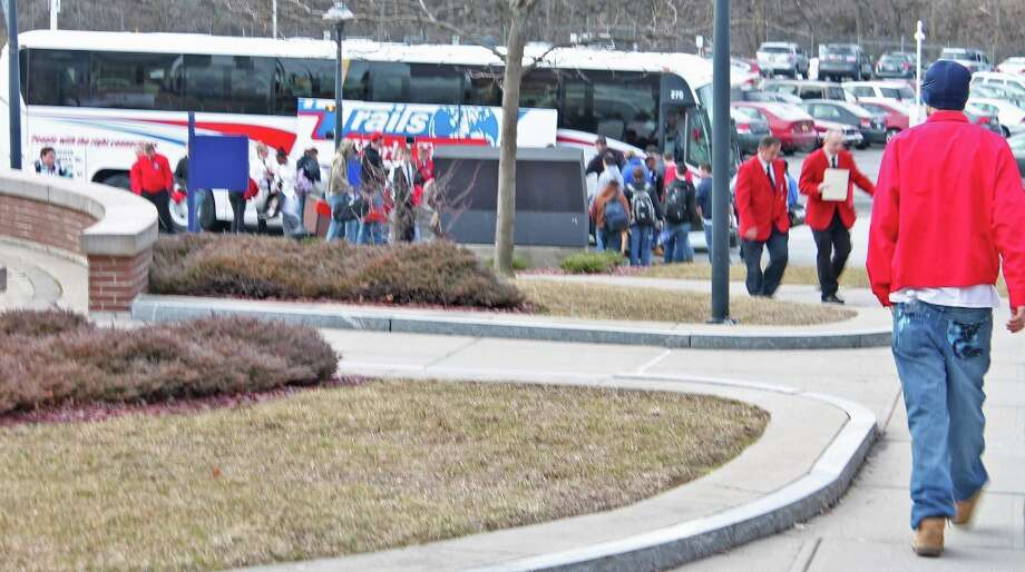 Buses drop off competitors. Photo by Lindsey Burns for New Visions: Journalism & Media Studies.