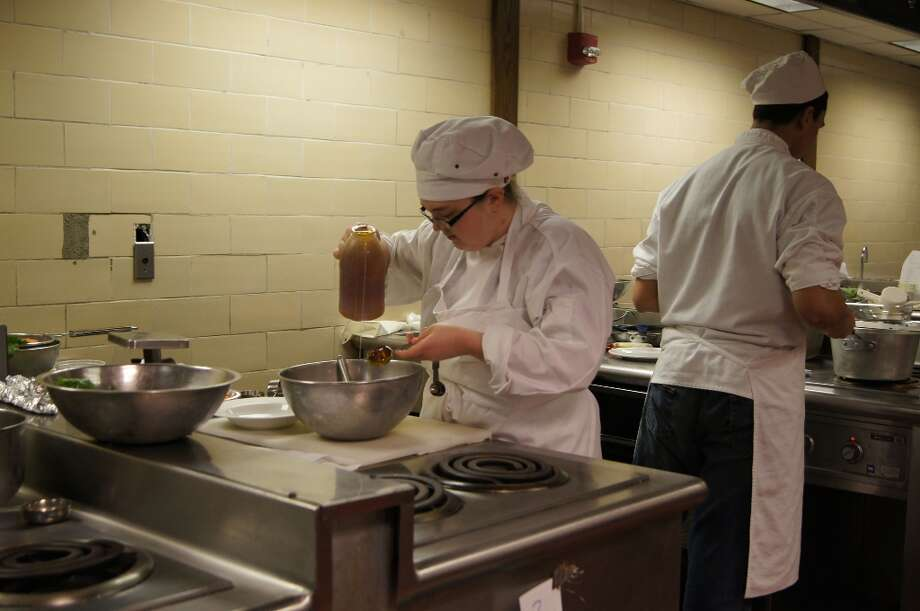A culinary student. Photo by Rosa D'Ambrosio for New Visions: Journalism & Media Studies.