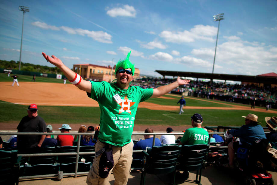 Steven Ferency, of St. Cloud, Fla., cheers on the crowd during the seventh inning. Photo: Evan Vucci