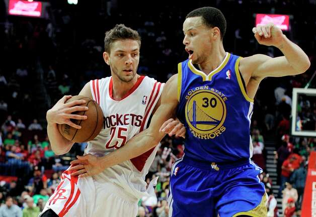 Chandler Parsons drives against Stephen Curry in the second half. Photo: Pat Sullivan