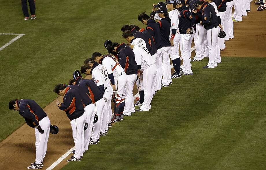 Japanese players bow after losing to Puerto Rico 3-1 in a semifinal game of the World Baseball Classic in San Francisco, Sunday, March 17, 2013.  Photo: Jeff Chiu, Associated Press
