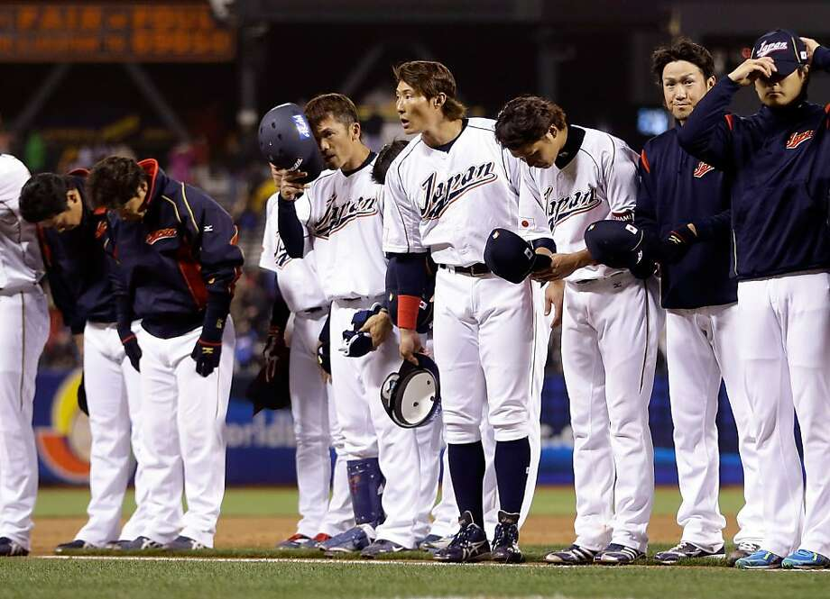 Japan players salute the crowd after losing to Puerto Rico in the semifinals of the World Baseball Classic at AT&T Park on March 17, 2013 in San Francisco, California. Photo: Ezra Shaw, Getty Images