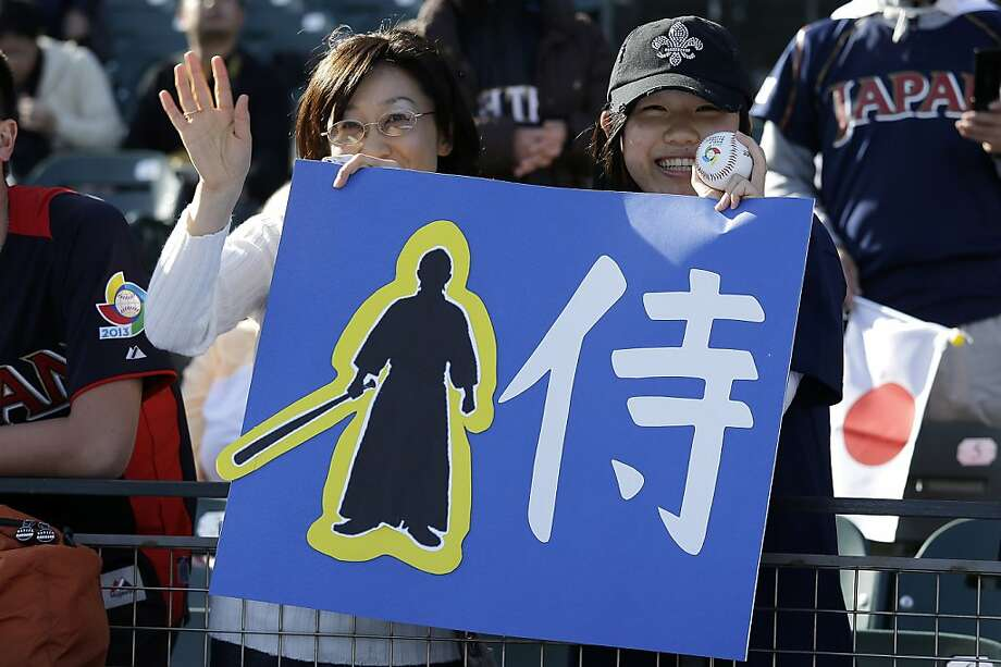 Japanese baseball fans watch batting practice before a semifinal game of the World Baseball Classic between Japan and Puerto Rico in San Francisco, Calif., Sunday, March 17, 2013. Photo: Eric Risberg, Associated Press