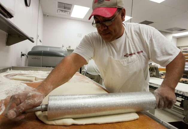Carlos Fuentes rolls out dough. Photo: J. Patric Schneider, For The Chronicle / © 2013 Houston Chronicle