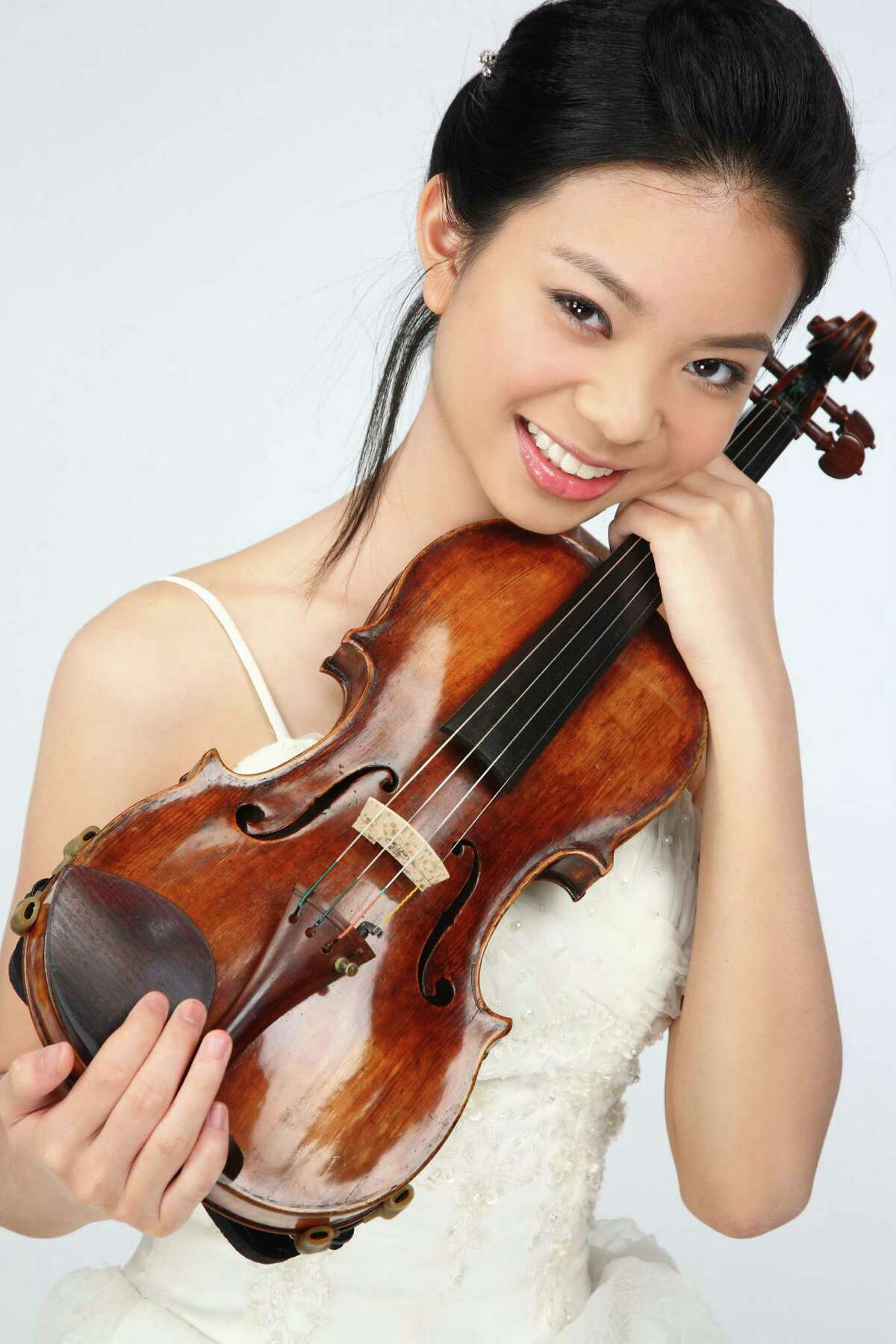 Young violinist Sirena Huang