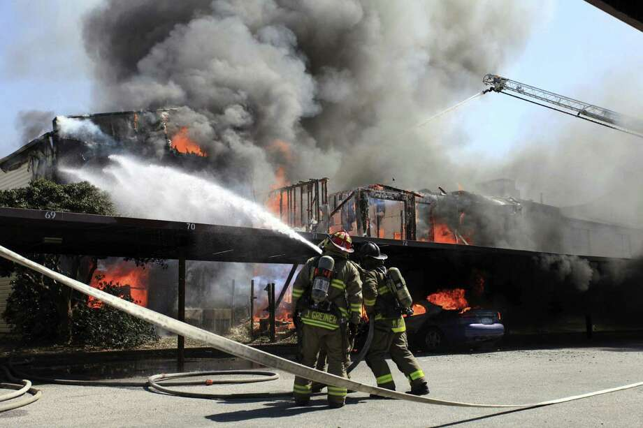 Firefighters battle the blaze at the Fox Run Apartments in the 10000 block of Broadway. Photo: Michael Rushton / For The San Antonio Express-News
