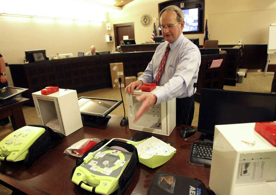 Dr. Earl Smith explains the defibrillators bought for the Bexar County Courhouse and the Cadena-Reeves Justice Center. Photo: Helen L. Montoya / San Antonio Express-News