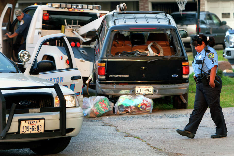 Police investigate the scene of the fatal shooting that followed a vehicle chase in north Houston. Photo: Cody Duty, Staff / © 2013 Houston Chronicle