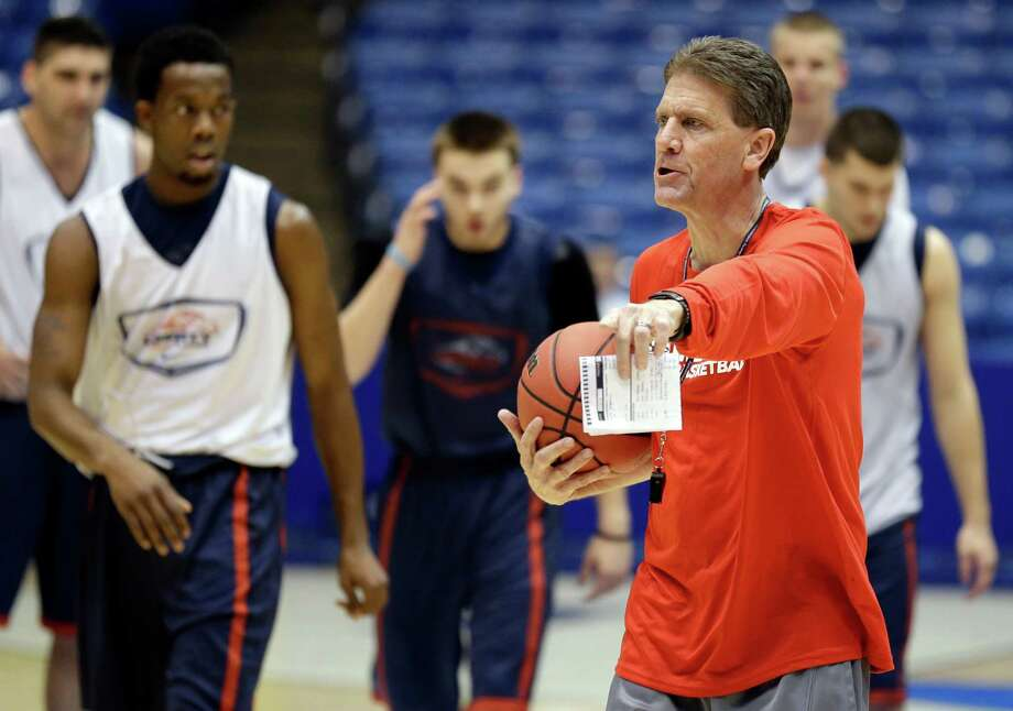 Liberty coach Dale Layer, directing Tuesday's practice in Dayton, didn't lose faith even when his team was 0-8. Photo: Al Behrman, STF / AP
