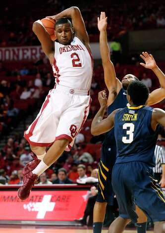 Not: Oklahoma G Steven Pledger — In two Sooner losses in their last two games, Pledger is averaging 5.0 points, shooting 22.2 percent from the field and 10 percent from 3-point territory in his slump. Photo: Sue Ogrocki, Associated Press / AP