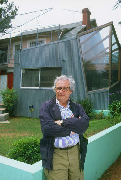 Frank Gehry poses for a 1988 portrait in front of his Santa Monica, Calif., home.